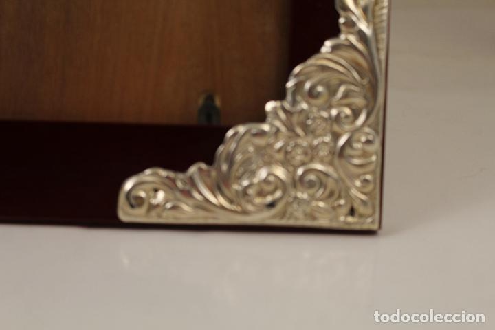 Antigüedades: portafotos de madera y plata de ley - Foto 6 - 268860014