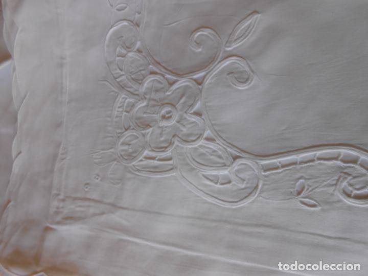 Antigüedades: Juego sabanas bordado.cama matrimonio.Algodon BLANCO 240 x 280cm.2 fundas alm. NUEVO - Foto 6 - 235644255