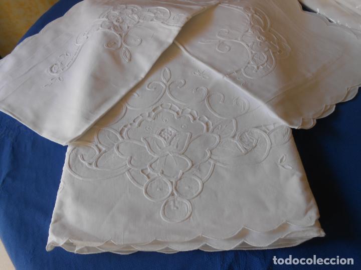 Antigüedades: Juego sabanas bordado.cama matrimonio.Algodon BLANCO 240 x 280cm.2 fundas alm. NUEVO - Foto 9 - 235644255