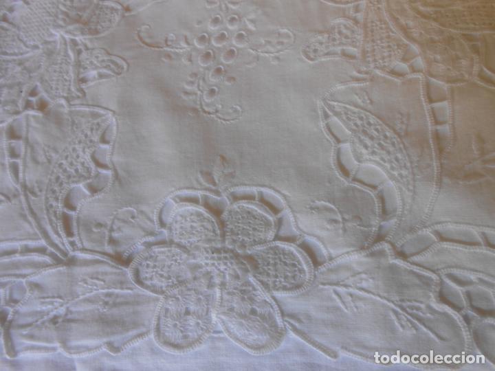 Antigüedades: Juego sabanas bordado.cama matrimonio.Algodon BLANCO 230 x 275 cm.1 funda alm. NUEVO - Foto 3 - 235658785