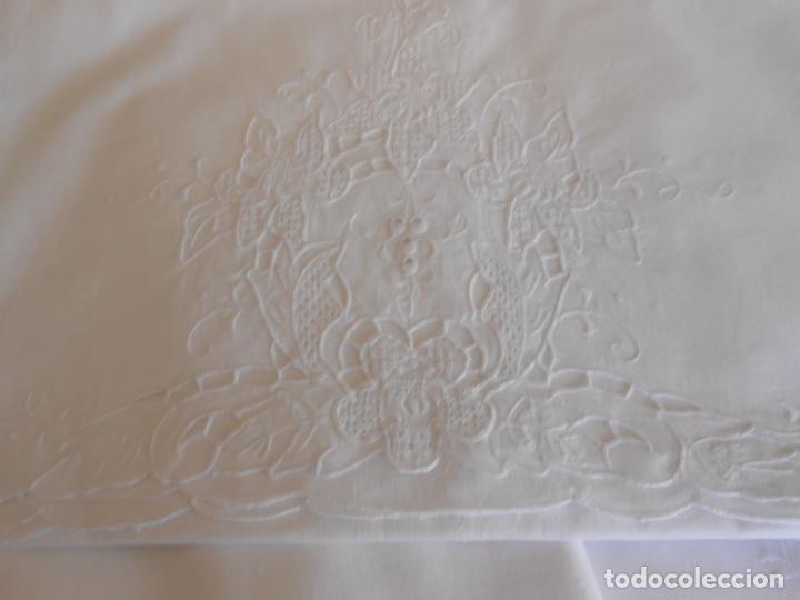 Antigüedades: Juego sabanas bordado.cama matrimonio.Algodon BLANCO 230 x 275 cm.1 funda alm. NUEVO - Foto 5 - 235658785