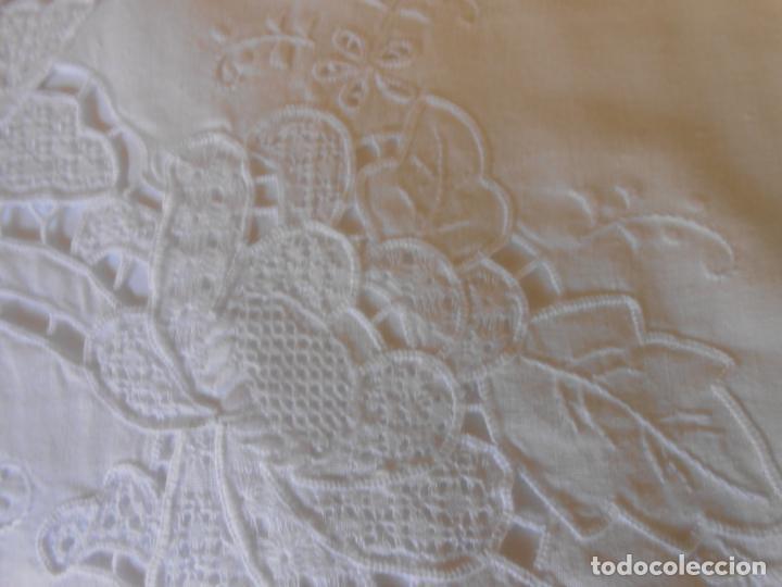 Antigüedades: Juego sabanas bordado.cama matrimonio.Algodon BLANCO 230 x 275 cm.1 funda alm. NUEVO - Foto 8 - 235658785
