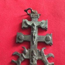 Antigüedades: ANTIGUA CRUZ DE CARAVACA SIGLO XVIII BRONCE.. Lote 235694240