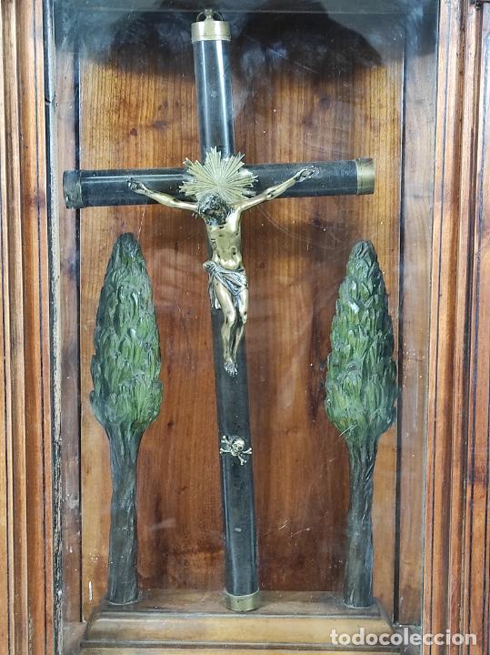 Antigüedades: Preciosa Capilla Carlos IV - Cristo a la Cruz de Bronce - Ciprés Talla de Madera - Finales S. XVIII - Foto 3 - 235711850