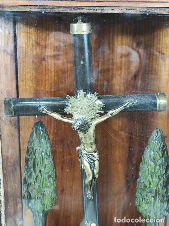 Antigüedades: Preciosa Capilla Carlos IV - Cristo a la Cruz de Bronce - Ciprés Talla de Madera - Finales S. XVIII - Foto 11 - 235711850