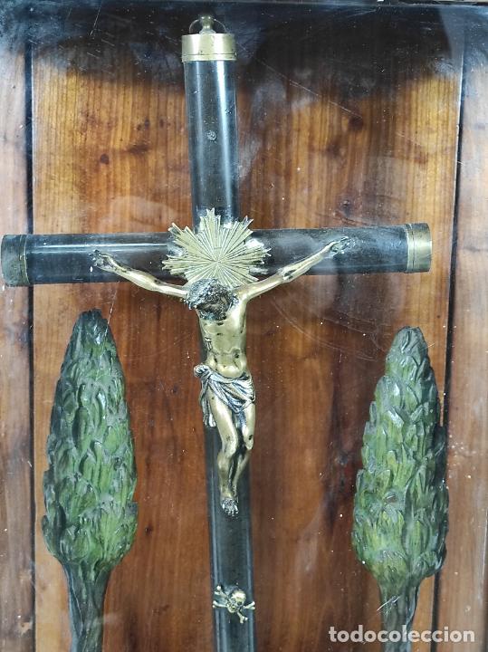 Antigüedades: Preciosa Capilla Carlos IV - Cristo a la Cruz de Bronce - Ciprés Talla de Madera - Finales S. XVIII - Foto 13 - 235711850