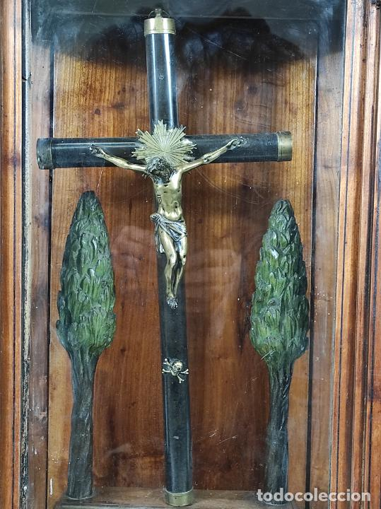Antigüedades: Preciosa Capilla Carlos IV - Cristo a la Cruz de Bronce - Ciprés Talla de Madera - Finales S. XVIII - Foto 17 - 235711850