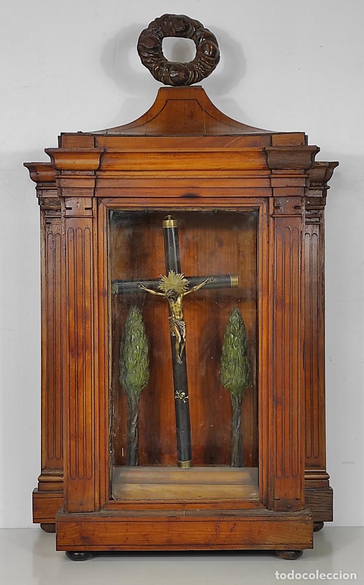 Antigüedades: Preciosa Capilla Carlos IV - Cristo a la Cruz de Bronce - Ciprés Talla de Madera - Finales S. XVIII - Foto 18 - 235711850