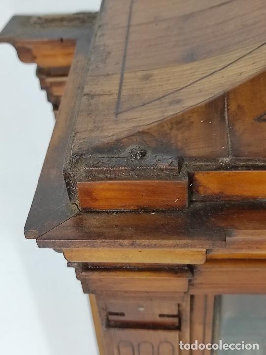 Antigüedades: Preciosa Capilla Carlos IV - Cristo a la Cruz de Bronce - Ciprés Talla de Madera - Finales S. XVIII - Foto 22 - 235711850