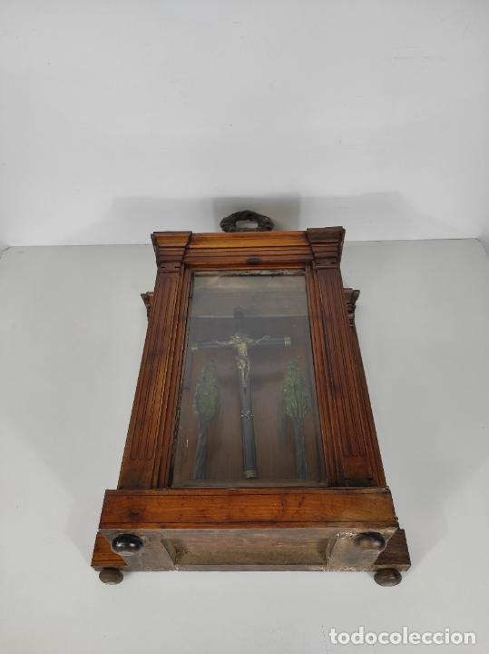 Antigüedades: Preciosa Capilla Carlos IV - Cristo a la Cruz de Bronce - Ciprés Talla de Madera - Finales S. XVIII - Foto 36 - 235711850