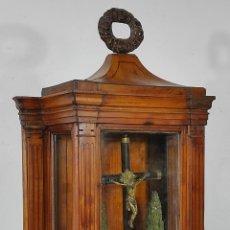 Antigüedades: PRECIOSA CAPILLA CARLOS IV - CRISTO A LA CRUZ DE BRONCE - CIPRÉS TALLA DE MADERA - FINALES S. XVIII. Lote 235711850