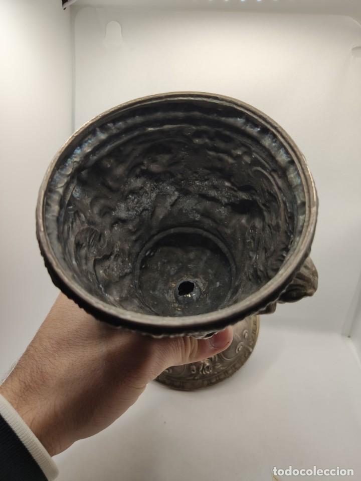 Antigüedades: COPA CALIZ DE METAL RELIGIOSO RELIGION CON GRABADOS Y RELIEVE - Foto 6 - 235723225