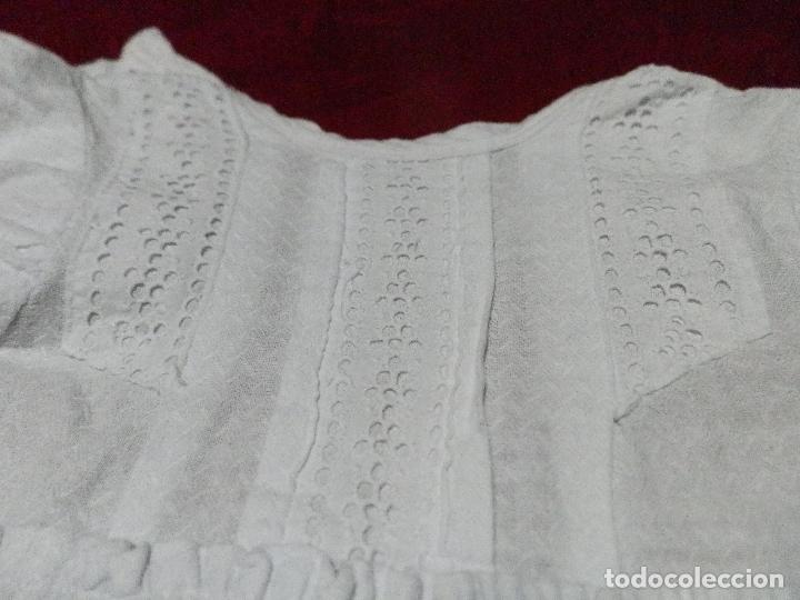 Antigüedades: ANTIGUO VESTIDO FALDÓN EN PIQUÉ DE ALGODÓN PARA BEBÉ - Foto 3 - 235737460