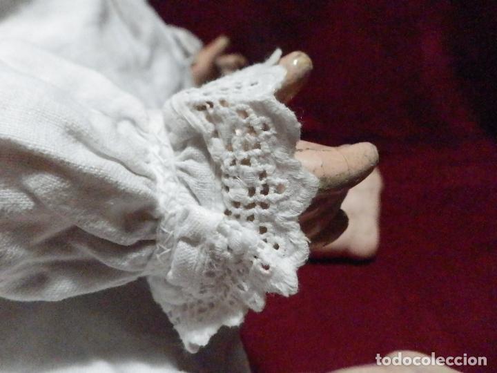 Antigüedades: ANTIGUA CAMISITA EN LINO PARA BEBE CON ENTREDOS Y PUNTILLA - Foto 4 - 235796245