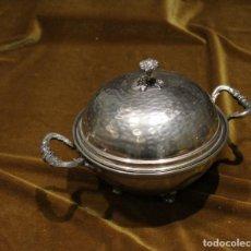 Antigüedades: SALSERA DE ALPACA CON TAPA Y PLATO PROTECTOR.. Lote 235807155