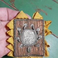 Antigüedades: DETENTE BALA - DETENTE VIRGEN DEL CARMEN.- BORDADO-RELICARIO-ESCAPULARIO-. Lote 235808960