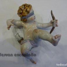 Antigüedades: ANGELITO O CUPIDO EN PORCELANA ESMALTADA. FIRMADA C. MARTINU. MIDE 14 CTMS. DE ALTURA. Lote 235809130