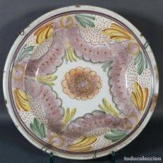 Antigüedades: PLATO EN CERÁMICA DE RIBESALBES DECORACIÓN FLORAL SIGLO XVIII. Lote 235815840