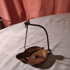 Antigüedades: ANTIGUA LAMPARA DE ACEITE DE BRONCE.. Lote 235845870