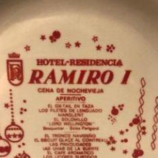 Antigüedades: PLATO DE CERÁMICA GRIFE&ESCODA CENA FIN DE AÑO-HOTEL RAMIRO I AÑO 1968. Lote 235849735