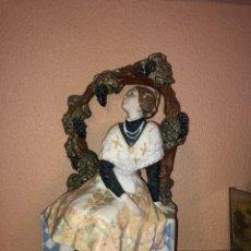 Antigüedades: FALLERA EN ARCO DE PORCELANA VALENCIANA. Lote 235872995