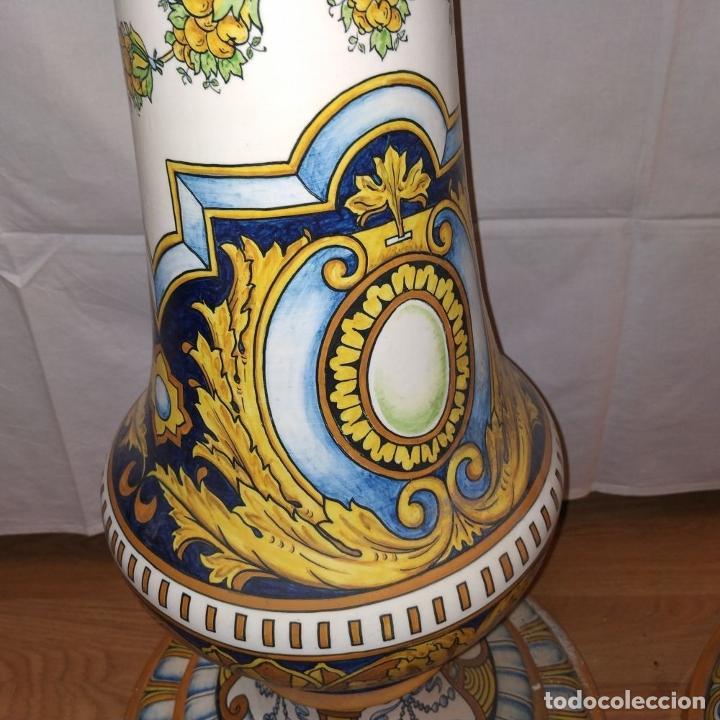Antigüedades: PAREJA DE GRANDES JARRONES CON PEANA. CERÁMICA ESMALTADA. TRIANA (?). ESPAÑA. SIGLO XIX-XX - Foto 9 - 235876435