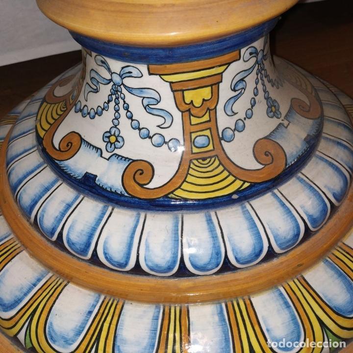 Antigüedades: PAREJA DE GRANDES JARRONES CON PEANA. CERÁMICA ESMALTADA. TRIANA (?). ESPAÑA. SIGLO XIX-XX - Foto 10 - 235876435