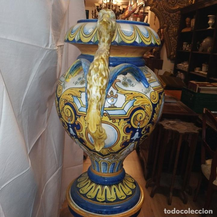 Antigüedades: PAREJA DE GRANDES JARRONES CON PEANA. CERÁMICA ESMALTADA. TRIANA (?). ESPAÑA. SIGLO XIX-XX - Foto 13 - 235876435