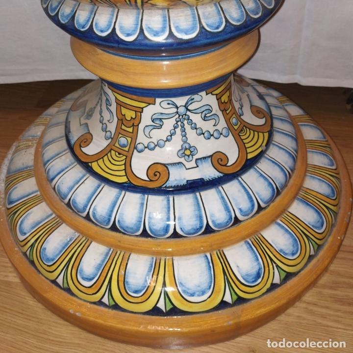 Antigüedades: PAREJA DE GRANDES JARRONES CON PEANA. CERÁMICA ESMALTADA. TRIANA (?). ESPAÑA. SIGLO XIX-XX - Foto 18 - 235876435
