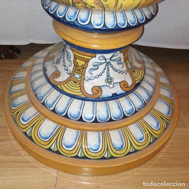 Antigüedades: PAREJA DE GRANDES JARRONES CON PEANA. CERÁMICA ESMALTADA. TRIANA (?). ESPAÑA. SIGLO XIX-XX - Foto 36 - 235876435
