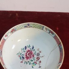 Antiquités: CUENCO EN PORCELANA DE COMPAÑIA DE INDIAS ,SIGLO XVIII ,CHINA RESTUARADO ,FAMULIA ROSA. Lote 235877900
