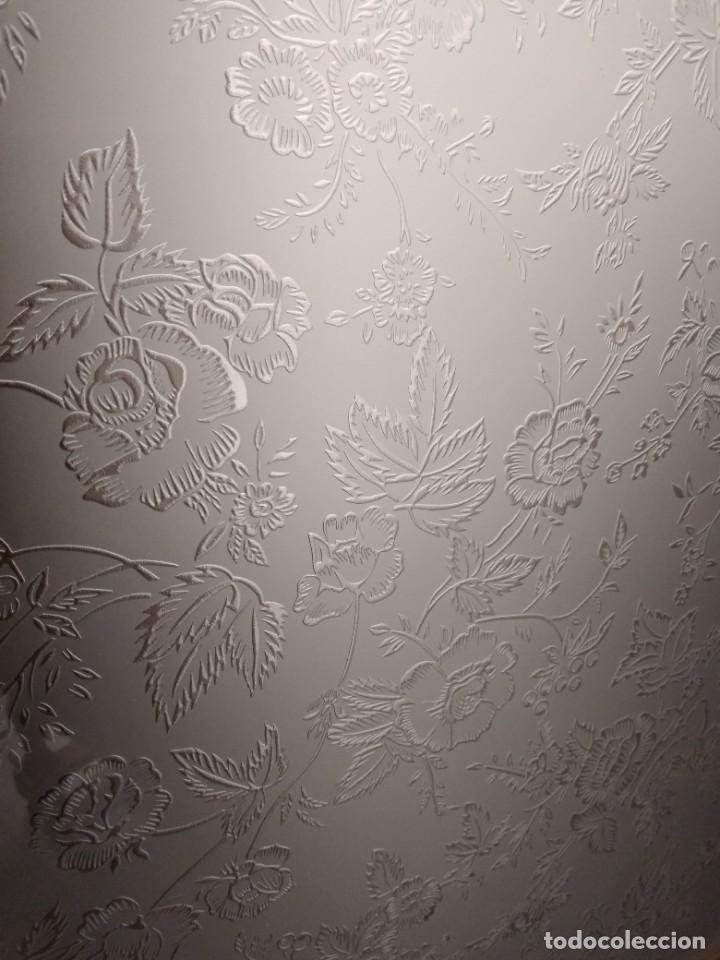 Antigüedades: Antigua vitrina de madera de cerezo, estil francés con decoraciones talladas. Cristales decorados. - Foto 10 - 235881625