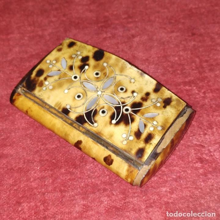 Antigüedades: TARJETERO O PASTILLERO. CAREY. MADERA. INCRUSTACIONES DE NÁCAR. ESPAÑA. SIGLO XIX - Foto 5 - 235906965