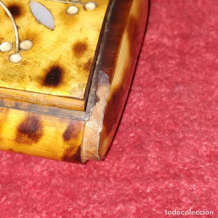 Antigüedades: TARJETERO O PASTILLERO. CAREY. MADERA. INCRUSTACIONES DE NÁCAR. ESPAÑA. SIGLO XIX - Foto 9 - 235906965