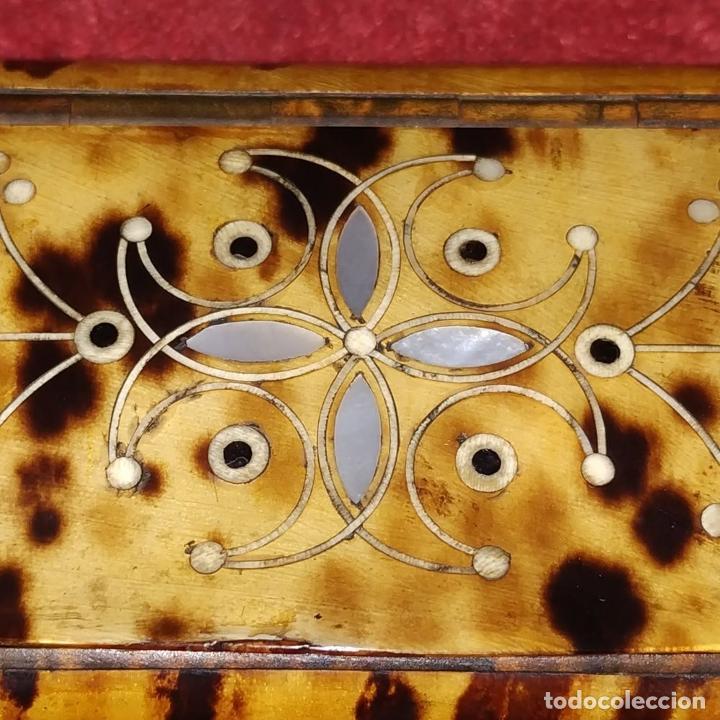 Antigüedades: TARJETERO O PASTILLERO. CAREY. MADERA. INCRUSTACIONES DE NÁCAR. ESPAÑA. SIGLO XIX - Foto 10 - 235906965