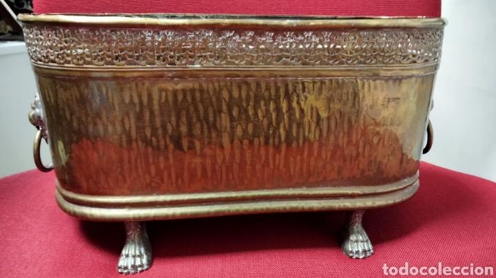 BONITA JARDINERA EN METAL (Antigüedades - Hogar y Decoración - Jardineras Antiguas)