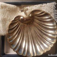 Antigüedades: VENERA DE BAUTIZO 39 GR. 1ª PLATA DE LEY SANCHEZ CORDERO JOYERO CALLE NARVAEZ MADRID. Lote 235989270