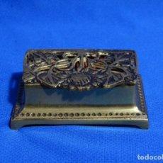 Antigüedades: PASTILLERO BRONCE 8X5X3 CM.. Lote 235998550
