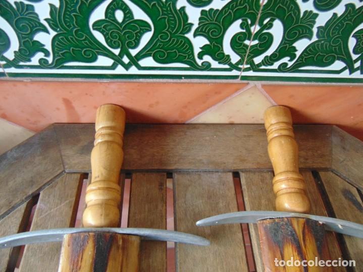 Antigüedades: 2 ESPADAS PARA DECORACIÓN REALIZADAS CON LA PUNTA PICO DE PEZ ESPADA - Foto 11 - 235999735