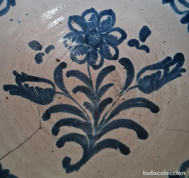 Antigüedades: EXCEPCIONAL FUENTE HONDA DE FILO VUELTO EN CERAMICA DE FAJALAUZA,(GRANADA),S. XVIII - Foto 3 - 236012315