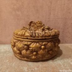 Antigüedades: ANTIGUA MINIATURA COFRE ROSAS JOYERO. Lote 236021275