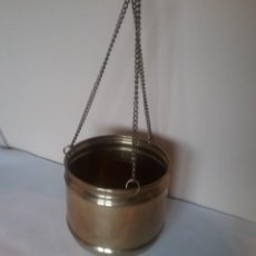 Antigüedades: MACETERO EN LATÓN PARA COLGAR. Lote 236026385