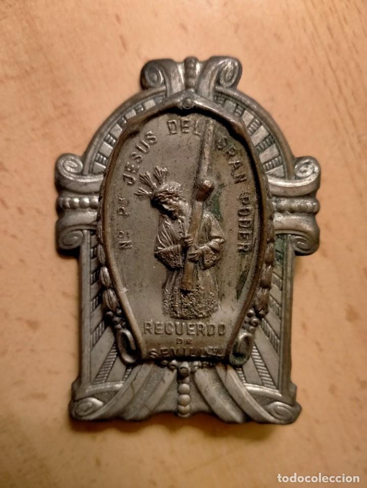 PLACA JESUS DEL GRAN PODER RECUERDO DE SEVILLA (Antigüedades - Religiosas - Medallas Antiguas)