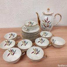 Antigüedades: JUEGO DE 9 TAZAS DE CAFÉ Y CAFETERA EN PORCELANA VINTAGE. Lote 236077770