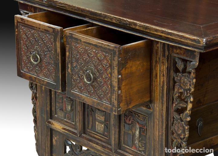 Antigüedades: Consola oriental. Madera tallada y policromada, metal. Hacia principios del siglo XX. - Foto 4 - 236097600