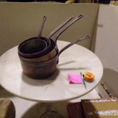 Antigüedades: CONJUNTO SARTEN CAZOS DE COBRE Y FORJA ANTIGUOS PARA COLGAR. Lote 236194770