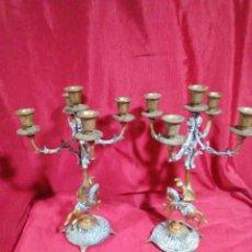 Antigüedades: PAREJA DE PORTAVELAS DE BRONCE SIGLO XIX. Lote 236256015
