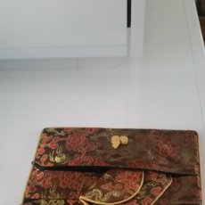 Antigüedades: PARA MUJER CONJUNTOS DE 3 BOLSINOS EN TEJIDO PAIZES ORIENTALES TONA CASTANO ,DORADO Y JORO. Lote 236372935