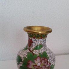Antigüedades: PRECIOSA JARINA EN HIERRO PINTADA A MANO. Lote 236373655