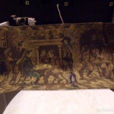 Antigüedades: BONITO ANTIGUO TAPIZ ESCENA CABALLEROS EN TAVERNA DECORACION. Lote 236382950